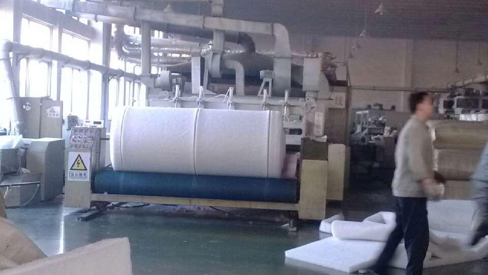 吸音棉生产中.jpg